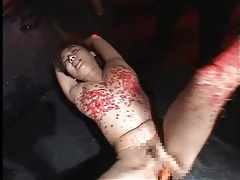 Pain for her pussy and body during hot wax play tubes