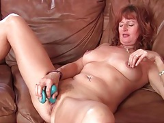 Vibrator makes mature redhead pussy feel good tubes