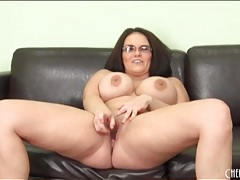Fat chick in glasses fucks her dildo tubes