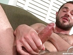 Hot hairy guy with a beard jerks off tubes