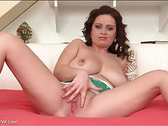 Cute mommy with big natural boobs fools around tubes