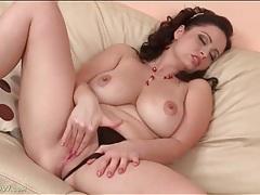 Curvy milf hottie masturbates her pink pussy tubes