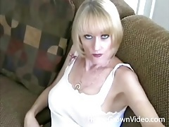 Sexy blonde milf beauty fucks a dildo tubes