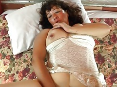 Mature with a vibrator makes her cunt wet tubes