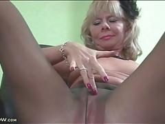 Solo mature masturbates in her pantyhose tubes