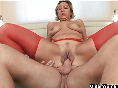 Horny cougar in red stockings gets fucked tubes