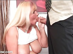 Chubby mature loves his tongue on her hot cunt tubes