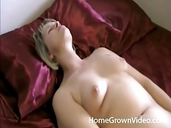 Masturbating amateur milf on her back tubes