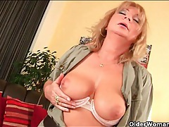 Curvy older woman fisted and fucked lustily tubes