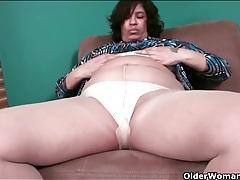 Fat mature babe in pantyhose masturbates tubes