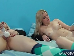 Blondes cum from sexy vibrator masturbation tubes