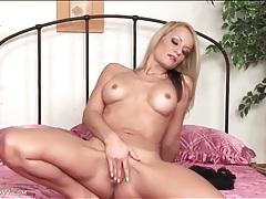 Fit naked blonde milf masturbates her box tubes