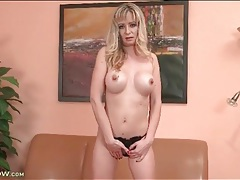 Mommy drops her panties and rubs her cunt tubes