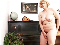 Curvy mature in leather boots masturbates tubes