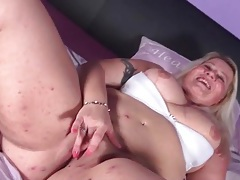 Mature with a sexy fat ass masturbates solo tubes