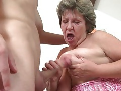 Curvy granny gives a good blowjob tubes