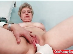 Dildo slides into her old lady pussy tubes