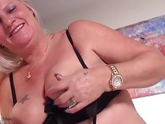 Big belly granny fucks her dildo lustily tubes