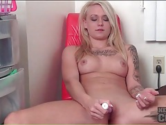 Amateur blonde in striptease and dildo sex video tubes
