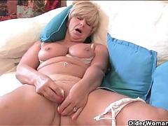 Blonde mature with big sexy tits masturbates tubes