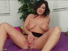 Vivacious mom with great tits loves to masturbate tubes
