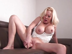 Mature with big fake tits fucks a dildo tubes