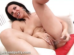 Teenage pussy lips are amazingly tight tubes