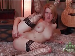 Hot girl in black fishnets toys her cunt to orgasm tubes