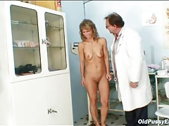 Sexy medical exam with her mature pussy tubes