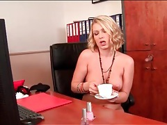 Cumshot flavors the coffee of a sexy slut tubes
