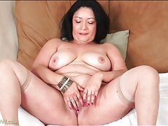Chubby latina beauty strips and masturbates tubes