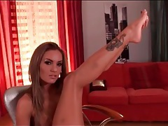 Lean beauty drops her panties and plays solo tubes