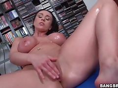Voluptuous finger fucking girl is all oiled up tubes