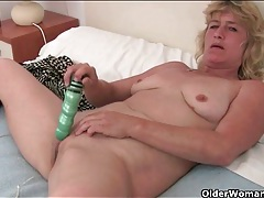 Aged pussy is soaking wet for toy sex tubes