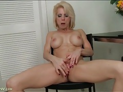 Clit rubbing and cunt fingering mature blonde tubes