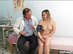 Gynecologist gives her pussy a checkup tubes