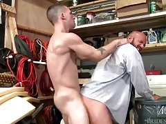 Doggystyle ass pounding of a thick bear tubes