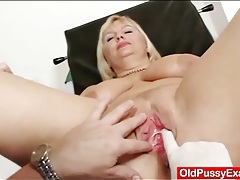 Big boobs blonde mature gets her pussy examined tubes