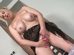Solo mommy with saggy boobs masturbates tubes
