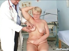 Gynecological exam for a sexy mature pussy tubes