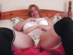 Bbw shakes her mature titties around tubes