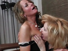 Date night kissing with sexy lesbian matures tubes