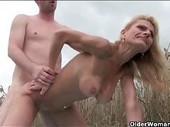 Sex in a wheat field with a sexy mature blonde tubes