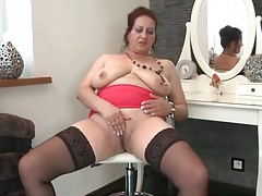 Chubby old broad masturbates her shaved cunt tubes