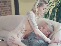 Tattooed slut sucks dick before anal fucking tubes