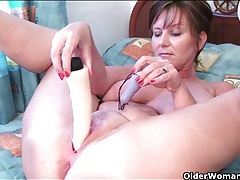 Dildo delights the asshole of a curvy mature chick tubes
