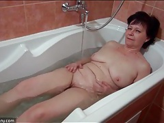 Sexy bath time with a mature babe and her young friend tubes
