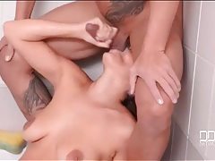 Oral sex in the bathtub makes his cock cum tubes