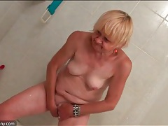 Granny in the shower has a sexy shaved pussy tubes