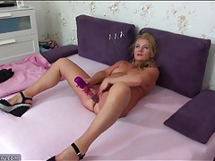 Her old pussy finds pleasure in toy sex tubes